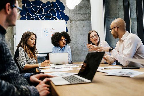 Apa Perbedaan Antara Bisnis Tambahkan Bisnis Individual? kasus, bisnis
