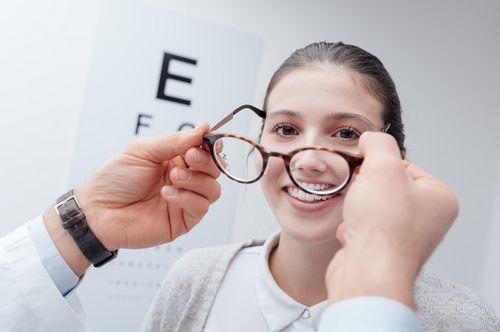 Tips Membeli Lensa Kontak Bagi Orang Rabun Jauh atau Rabun Jauh jenis lensa yang sama